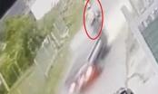 [Clip]: Xe tải tông người nguy kịch rồi lặng lẽ bỏ đi