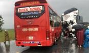 Nóng - Xe khách đối đầu xe tải, 11 người thương vong ở Nghệ An