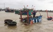 Tàu cá bị đánh chìm khi đang neo đậu tại bến, ngư dân thiệt hại hàng trăm triệu đồng