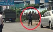 Bình Dương: Khống chế người đàn ông cầm dao kề vào cổ rồi lao vào nhà dân cố thủ