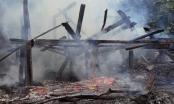 Lào Cai: Say rượu, nam thanh niên châm lửa đốt nhà