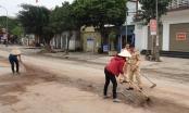 Hình ảnh đẹp: CSGT cùng nhân dân dọn sạch khối lượng lớn đất, đá trên quốc lộ đảm bảo giao thông