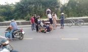 Hà Nội: Người đàn ông đang lái xe máy bỗng ngã đập đầu xuống đường nguy kịch