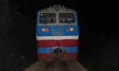 Người đàn ông bị tàu hàng tông nguy kịch khi đi bộ qua đường sắt trong đêm