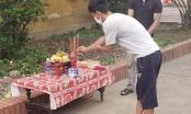 Người đàn ông lập bàn thờ, chịu tang bố trong khu cách ly
