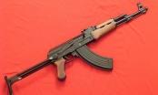 """Nghệ An: Vác súng AK đi """"xử"""" đối thủ, súng cướp cò khiến một người trọng thương"""