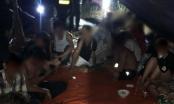 Hàng chục nhân viên tụ tập ăn nhậu trước lệnh cấm chống dịch COVID-19