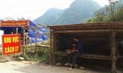 """Bố cõng con vượt biên từ Lào về Việt Nam giữa """"cơn bão"""" Covid-19"""