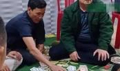Triệu tập Chủ tịch xã cùng 6 đối tượng tham gia đánh bạc
