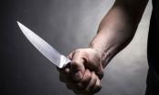 Dùng dao đâm chết đồng nghiệp trước cổng bệnh viện