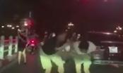 Clip: Tài xế xe sang hỗn chiến với đôi nam nữ đi xe máy khi va chạm giao thông