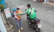Clip: Pha cướp điện thoại trắng trợn của gã xe ôm công nghệ