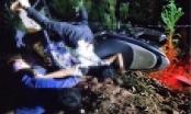 Xe máy tông vào cột mốc, hai thiếu niên 15 tuổi tử vong