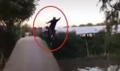 Clip: Người đàn ông say xỉn, khẳng định về được nhà, nhưng lại lao xuống sông