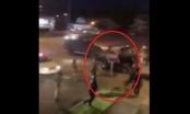 """Clip biểu tình kinh hoàng ở Mỹ: Xe hơi """"húc"""" thằng vào đoàn Cảnh sát, chèn lên người rồi bỏ trốn"""