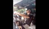 """Clip: Quang Hải """"phiêu"""" trong xế hộp Mercedes-Benz GLC 300 khi đang chờ đèn đỏ"""