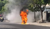 Quảng Nam: Xe máy đang chạy bỗng cháy trơ khung