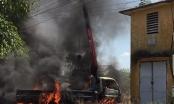 Cần cẩu vướng vào dây điện, xe tải bốc cháy, tài xế tử vong tại chỗ