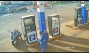 Đắk Lắk: Tìm người đàn ông nhặt cọc tiền của nhân viên cây xăng rồi bỏ đi