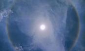 Sau 30 trận động đất và dư chấn trong 2 ngày, Sơn La xuất hiện hào quang bao quanh mặt Trời