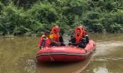 Thấy đồ trên bờ vội xuống sông tìm kiếm mới phát hiện thi thể người thân