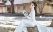 Nữ sinh Trường Quốc học Quy Nhơn e ấp trong tà áo dài