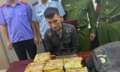 """Bị vây bắt """"người vận chuyển"""" vứt cả ba lô chứa đầy ma túy tháo chạy trong đêm"""