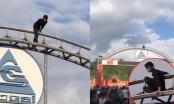 Lào Cai: Giải cứu thành công người đàn ông có biểu hiện ngáo đá trên cổng chào