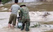 Nghệ An: Chiến sỹ Đồn Biên Phòng 559 cùng nhân dân chống lũ