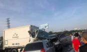 Ô tô lao lên dải phân cách trên cao tốc Hà Nội - Bắc Giang, đâm 2 người tử vong