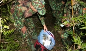 Đấu súng trong rừng, nhóm tội phạm bỏ lại chiếc ba lô chứa đầy ma túy tẩu thoát