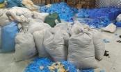 Bắc Ninh: Phát hiện kho chứa 9,5 tấn găng tay y tế bẩn đã qua sử dụng, chuẩn bị được phù phép đưa ra thị trường tiêu thụ