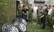 """Xem video """"bóng đen"""" trộm hàng loạt bánh ô tô ở Nghệ An thực nghiệm lại hành vi"""
