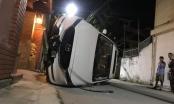 """Mazda CX5 """"hạ' cột điện rồi lật giữa đường"""