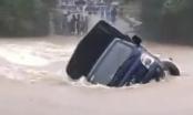 Tìm kiếm cán bộ Ban Quản lý Dự án các công trình giao thông Điện Biên bị nước cuốn trôi
