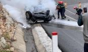 Xe con mất lái đâm vào taluy dương bốc cháy dữ dội, 3 người thương vong