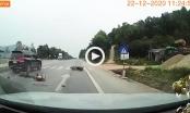 [Clip]: Vượt ẩu với tốc độ cao, Land Cruiser tông xe máy trọng thương