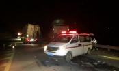 Lào Cai: Xe đầu kéo tông đuôi Container, tài xế nhập viện