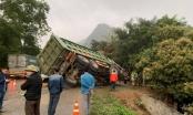 Hòa Bình: Xe khách va chạm với xe tải, 3 người tử vong