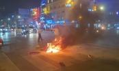 Xe máy bốc cháy sau tai nạn giao thông tại Nghệ An