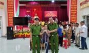 Hà Tĩnh: Người dân xã Thạch Đài phấn khởi khi cầm trên tay thẻ căn cước đầu tiên