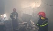 Nhà bốc cháy dữ dội, cả gia đình đang ăn cơm vẫn không biết