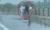 Video: Hoảng hồn cảnh thả thi thể người nhiễm Covid-19 xuống sông tại Ấn Độ