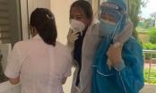 Nữ điều dưỡng ngất xỉu khi lấy mẫu xét nghiệm cho người dân trong vùng phong tỏa ở Hà Tĩnh