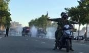 Xe đặc chủng của Bộ tư lệnh Quân khu 4 phun hóa chất khử khuẩn trên địa bàn TP Vinh