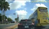 Thái Bình: Xe khách ngang nhiên vượt đèn đỏ
