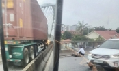 Hải Phòng: Va chạm với xe container trên cầu vượt, người đi xe máy tử vong
