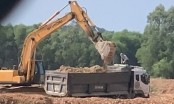 Bắt quả tang vụ khai thác khoáng sản quy mô lớn, thu giữ nhiều máy xúc, xe tải