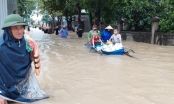 Nghệ An: Quốc lộ, nhà cửa ngập sâu... người dân khẩn trương di dời tài sản