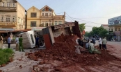 Thái Nguyên: Xe tải lật đè trúng xế hộp, một tài xế tử vong